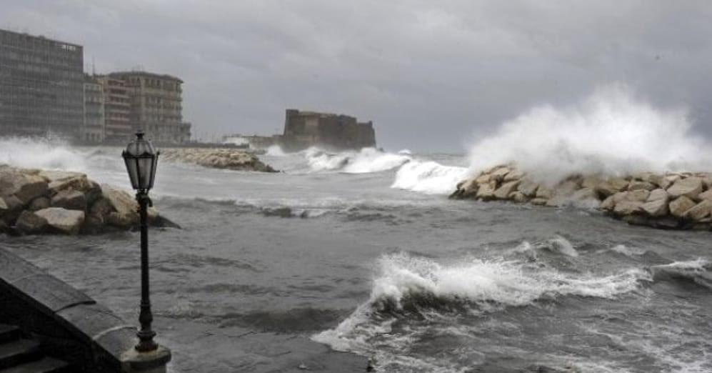 Allerta meteo in Campania da stasera: vento e mare agitato