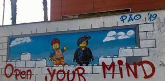 """Napoli, Bagnoli: ecco il murales dedicato agli """"omini"""" della Lego"""