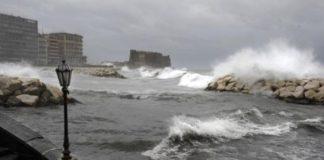 Campania, allerta meteo fino alle 20 di domani: venti forti e mare agitato