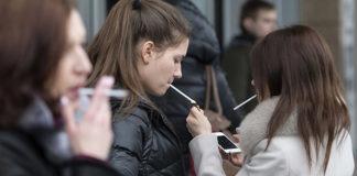 Aumentano le donne che fumano: ridurre lo stress può aiutare a smettere