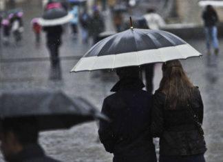 Allerta meteo in Campania: dalle 20 previsti temporali e vento forte