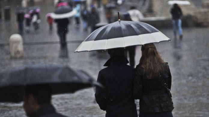 Meteo Napoli, arrivano le piogge per il ponte di Ognissanti