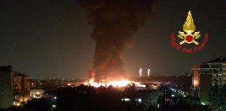 Maxi incendio di rifiuti a Milano, la maggior parte da Napoli e Salerno