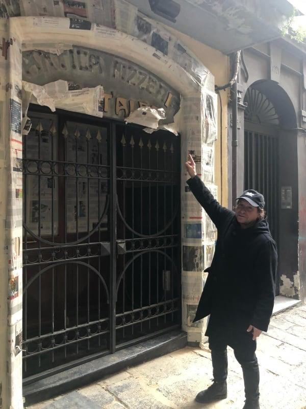 Oltraggio a Port'Alba rubata l'insegna della pizzeria più antica del mondo