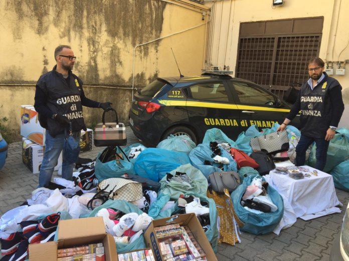 Blitz al mercato di Santa Maria Capua Vetere: Maxi sequestro di merce contraffatta