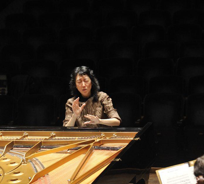 La leggendaria pianista Mitsuko Uchida, ospite dell'Associazione Scarlatti