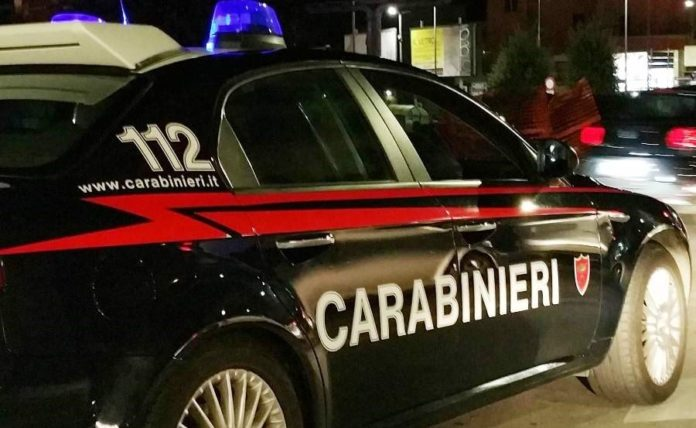 Acerra: Due uomini rapinano un bar ma titolare li mette in fuga sparando. Rintracciati ad Afragola sono stati arrestati dai carabinieri.