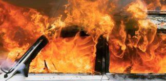Calabria: 42enne evade dai domiciliari e incendia auto con dentro ex moglie