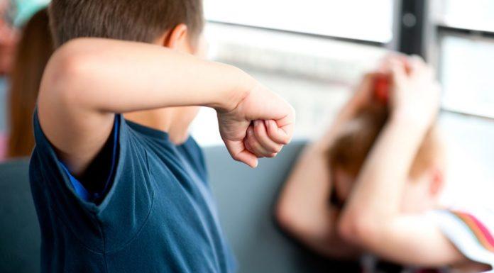 Torre del Greco, caso di bullismo: un bimbo di 7 anni lascia la scuola