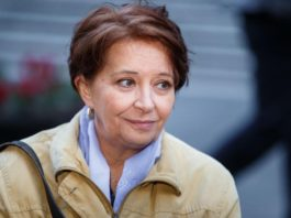 Un posto al sole, Teresa rimane a Indica: addio di Carmen Scivittaro alla soap?