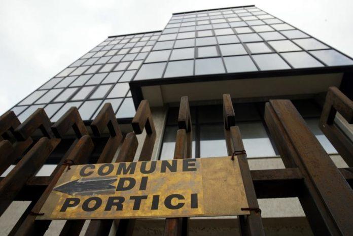 Portici, furto notturno negli uffici comunali: rubati soldi e carte d'identità