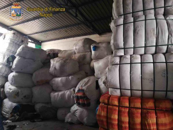 Napoli, Cercola: Smaltimento di rifiuti illeciti e 12 lavoratori in nero. Sequestrata area