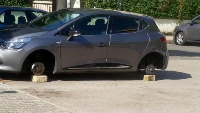 Napoli, Posillipo: Arrestate quattro persone per furto alle auto in sosta. I NOMI