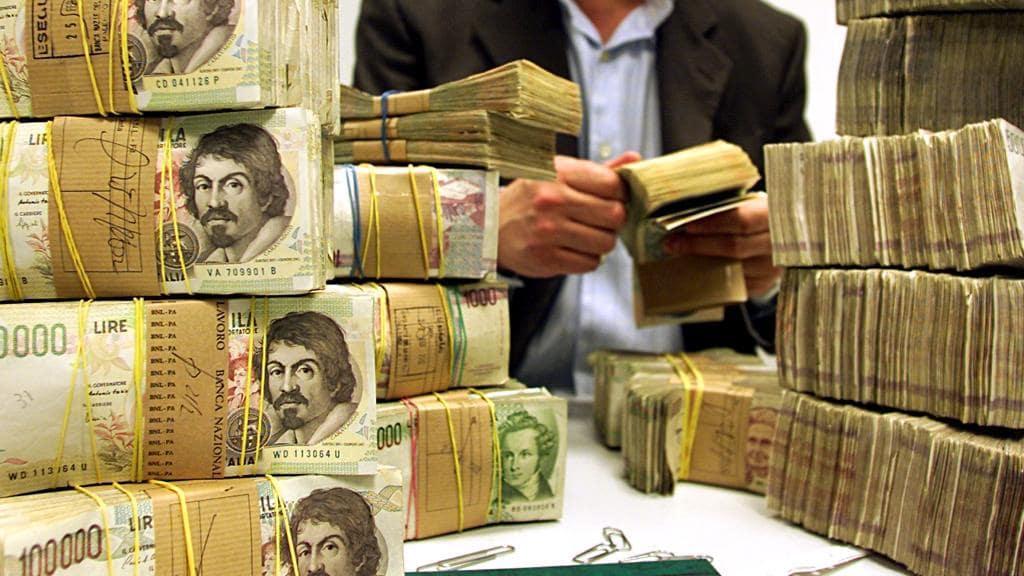 Casalesi, scoperto un sistema per convertire miliardi di lire in euro: 4 arresti