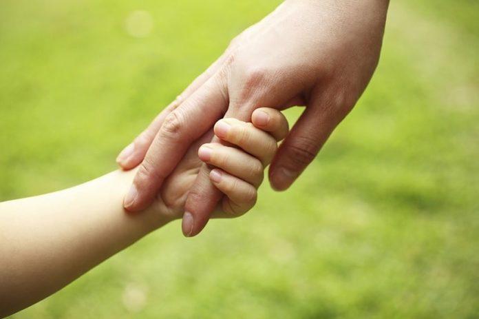 Choc a Cava de' Tirreni: fratello e sorella 70enni tentano di rapire bimba di due anni