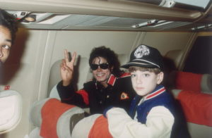 """Pedofilia, dopo le radio anche I Simpson """"cancellano"""" Michael Jackson"""