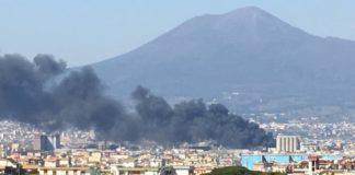 Rogo a Castellammare di Stabia: in fiamme una fabbrica di cosmetici