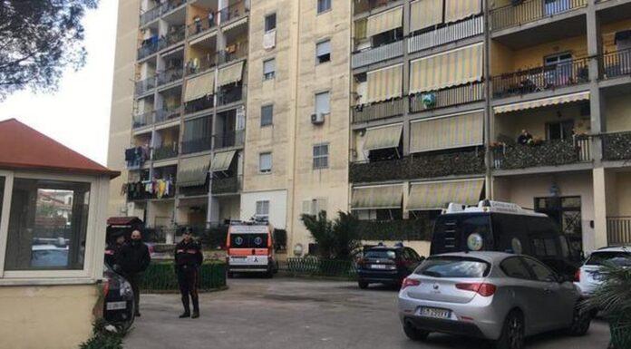 Melito, donna uccisa in casa a colpi di pistola: il marito confessa