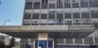 Choc all'ospedale Santobono: padre di un paziente devasta porta del pronto soccorso