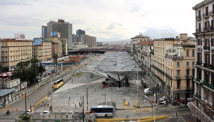 Napoli, ruba smartphone in piazza Garibaldi: arrestato un 49enne