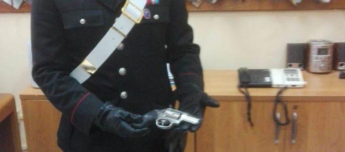 Bacoli: Non si ferma all'alt dei carabinieri. Aveva droga e una magnum carica in auto