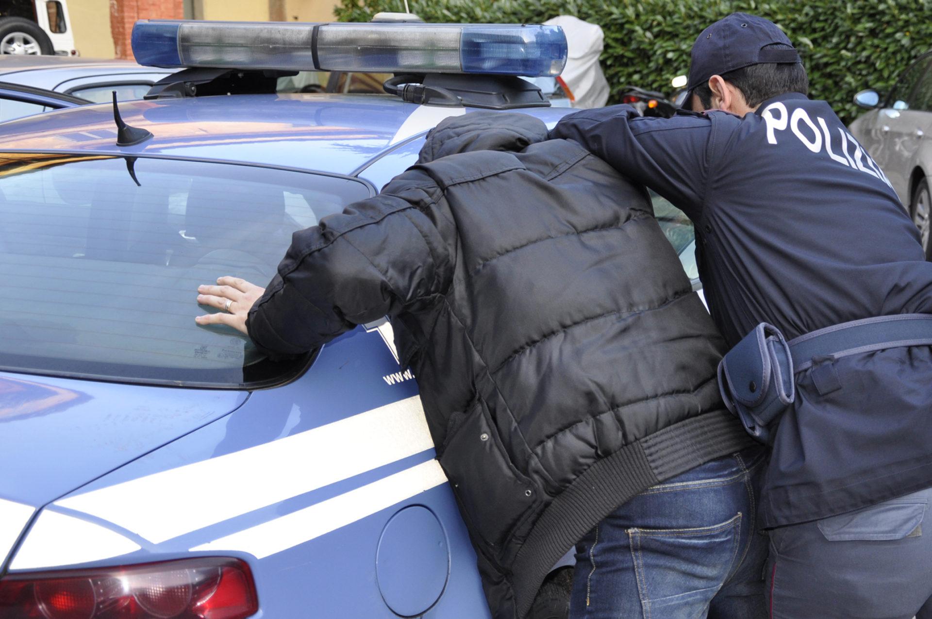 Napoli, San Giovanni: 42enne arrestato per estorsione ai danni del supermercato Quarì
