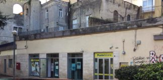 Napoli, rapina alle Poste di piazza Mazzini: picchiati sette impiegati