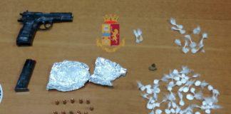 San Giorgio a Cremano, arrestato con in auto armi e droga