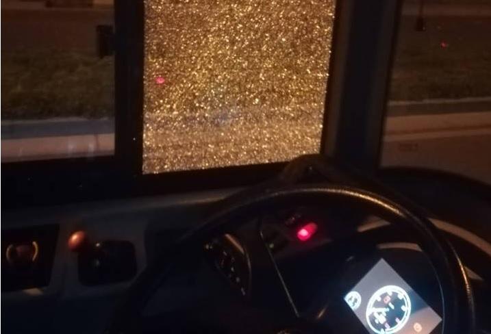 Scampia: Ancora sassi lanciati contro un bus Anm, paura tra i passeggeri