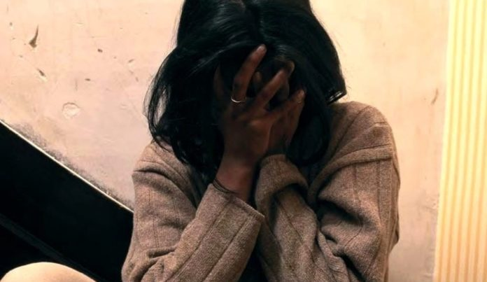 Cronaca di Caserta, picchia la compagna incinta e incendia quattro auto: arrestato