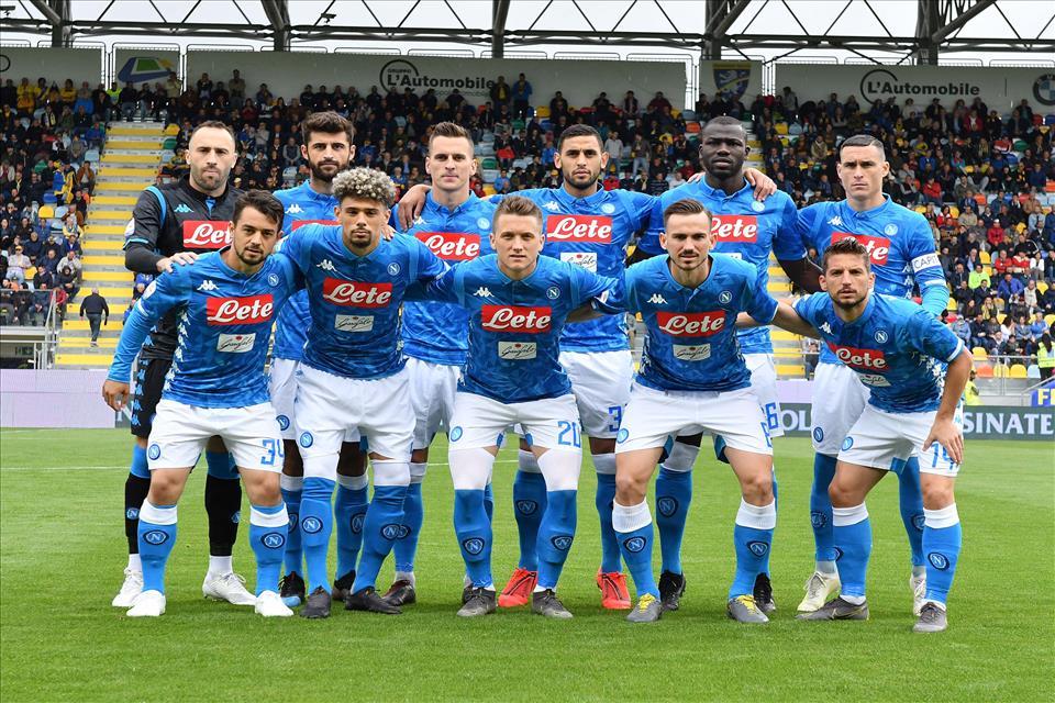 Calcio Napoli, buona prova a Frosinone: 2-0, tre pali e tante occasioni sprecate