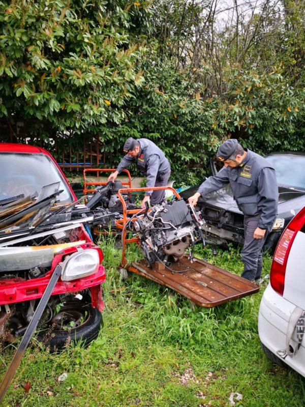 Santa Maria Capua Vetere: Sequestrate 95 tonnellate di rifiuti pericolosi e un'autocarrozeria