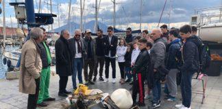 """Al Molosiglio 'La Giornata dedicata all'Ambiente': Ecco i """"reperti"""" pescati dai sommozzatori"""