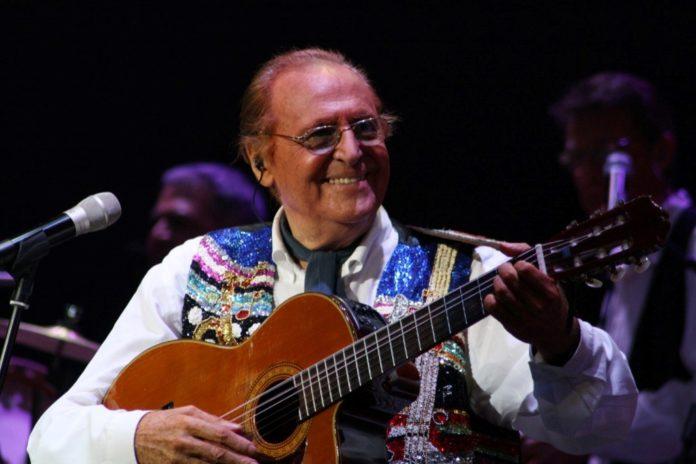 Renzo Arbore l'Orchestra Italiana in concerto a Napoli all'Arena Flegrea