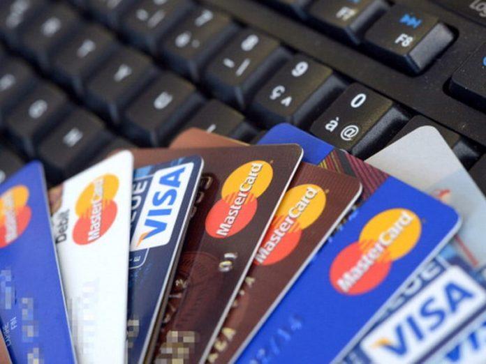 Carte di credito clonate, scoperta una truffa milionaria: 3 arresti