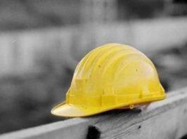 Livorno, incidente sul lavoro: morto operaio 51enne di Torre del Greco