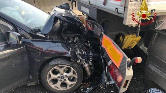 Tragico incidente in autostrada tra Acerra e Fragola: 2 morti e 5 feriti