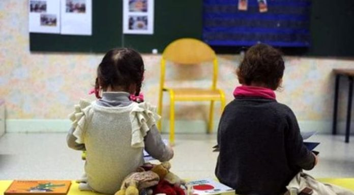 Schiaffi e insulti ai bambini dell'asilo, sospese due maestre a Sant'Antimo