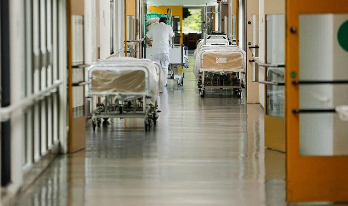 """Ospedale Cardarelli, niente lenzuola sterili: sospese le """"attività programmate"""""""