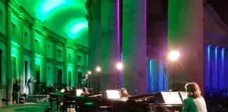 Piano City Napoli 2019: 10.000 in Piazza Plebiscito per il concerto dei21 pianofortisotto il colonnato