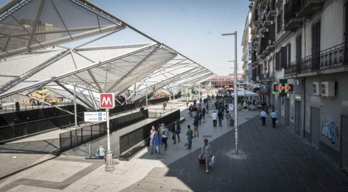 Piazza Garibaldi, aggredisce i vigili che lo richiamano perché è in strada
