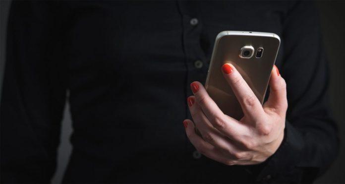 Una donna vittima di revenge porn denuncia tre persone