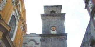 Un laser per rimuovere i graffiti dal campanile di San Lorenzo Maggiore
