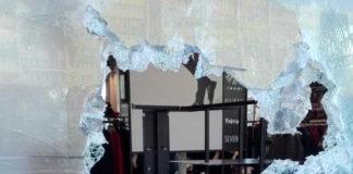 """Avevano rapinato decine di negozi, sgominata la """"banda della spaccata"""""""