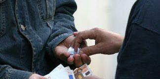 Cronaca di Caserta, aggredisce e i genitori che rifiutano i soldi per la droga