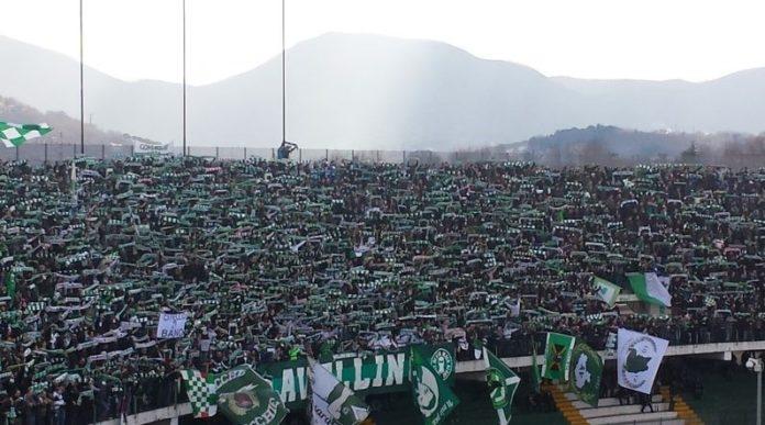 Avellino Calcio, tifosi aggrediti a Fiumicino da rivali del Latina: 14 denunce