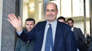 Napoli, scontri tra polizia e manifestanti prima dell'incontro con Zingaretti