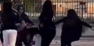 Bullismo a Giugliano, 13enne picchiata per un post su Facebook
