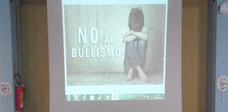 """Bullismo,Nasti:Educare i giovania uso corretto di """"rete"""" e smartphone"""