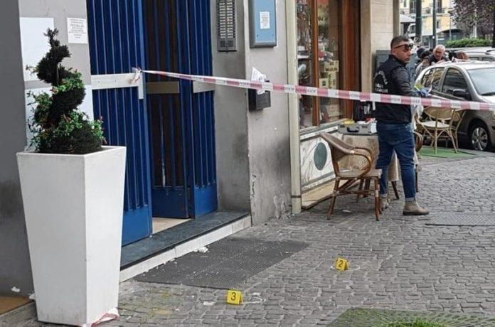 Sparatoria in piazza Nazionale: possibili collegamenti con il raid al rione Villa